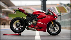 SBK-1199-Panigale-R_2013_Amb22_R_1920x1080.mediagallery_output_image_[1920x1080]